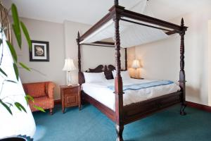 A bed or beds in a room at Protea Hotel by Marriott Walvis Bay Pelican Bay