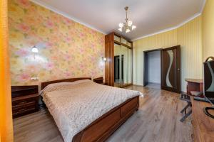 A bed or beds in a room at Апартаменты у моря Магнолия