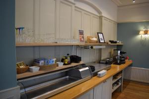 A kitchen or kitchenette at Ambleside Townhouse