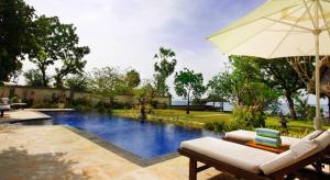 Kolam renang di atau di dekat Villa Wilali