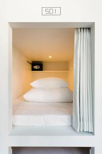 A bed or beds in a room at MANGA ART HOTEL, TOKYO