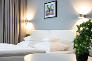 A bed or beds in a room at Hotel Konle