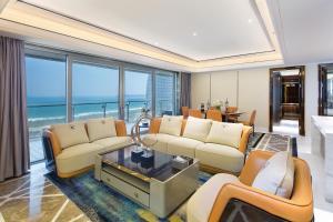 A seating area at Neal Yat Seaview Apartment Haitang Bay Sanya