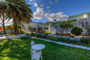 A garden outside The Post House Hotel - Luxury stay in the country semi self catering