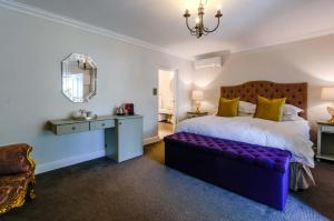 A bed or beds in a room at The Post House Hotel - Luxury stay in the country semi self catering