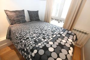 A bed or beds in a room at Apartment Étoile Kleber