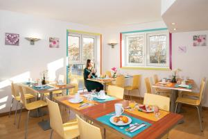 Restaurant ou autre lieu de restauration dans l'établissement Aparthotel Adagio Access La Défense - Place Charras