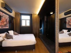 A bed or beds in a room at Goodnight Antwerp