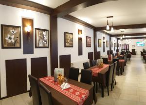 Un restaurant sau alt loc unde se poate mânca la Hanul Lui Bogdan