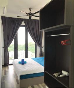 A bed or beds in a room at ARTE S 3B-33-03A Cozy SeaView Max 4paxs