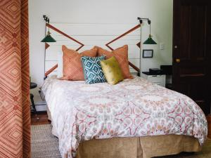 A bed or beds in a room at Burdett House Bed & Breakfast