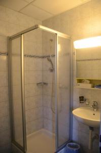 Ein Badezimmer in der Unterkunft Hotel Restaurant Bahnhof