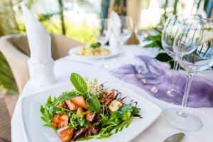 Restauracja lub miejsce do jedzenia w obiekcie Hotel La Siesta & Medical Spa