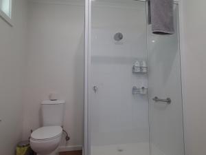 A bathroom at Fish Creek Alkira Accommodation