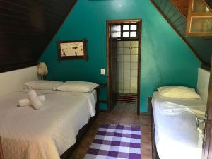 A bed or beds in a room at Pousada Holandês