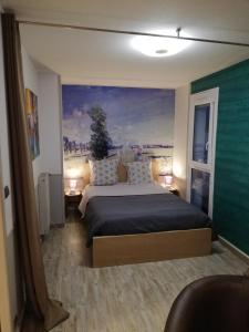 A bed or beds in a room at Datcha Bourguignonne Beaune