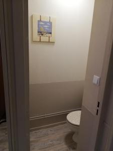 A bathroom at Datcha Bourguignonne Beaune
