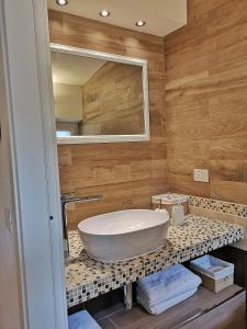 A bathroom at Loft Bellavista Volterra