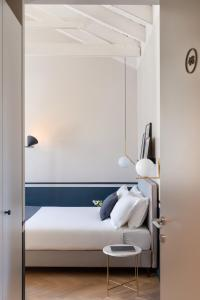 A bathroom at Velvet Grey Boutique Hotel