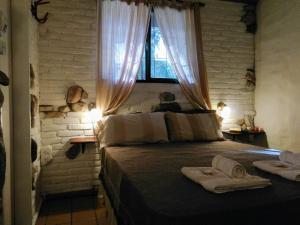 A bed or beds in a room at Cabañas Los Hornillos
