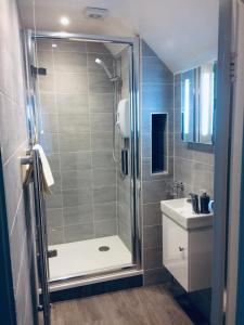 A bathroom at Arden House