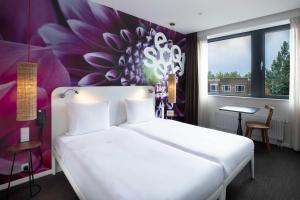 A bed or beds in a room at Conscious Hotel Vondelpark