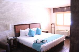 Cama o camas de una habitación en Hotel Colonial Hermosillo