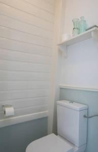 A bathroom at B&B Valkenbos