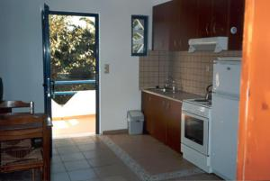 A kitchen or kitchenette at Oasis Apartments