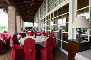 A restaurant or other place to eat at Hotel Golf Inn