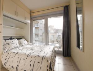 Een bed of bedden in een kamer bij Appartement Zeezicht