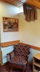 A seating area at Home B&B