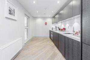 A kitchen or kitchenette at Roomspace Serviced Apartments - The Quadrant