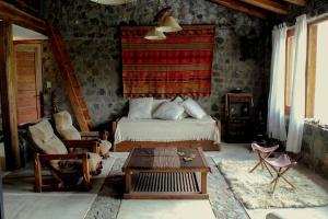 A bed or beds in a room at Casa de Piedra
