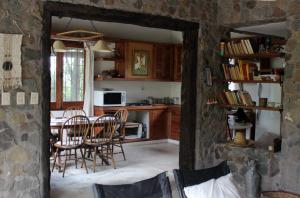 A kitchen or kitchenette at Casa de Piedra