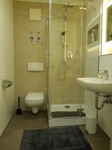 Ein Badezimmer in der Unterkunft Apartment Metzingen City