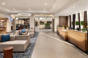 The lobby or reception area at Embassy Suites Cincinnati - RiverCenter