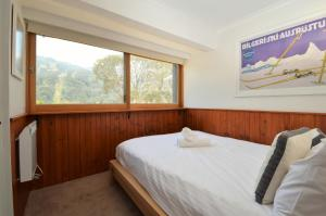 A bed or beds in a room at Karoonda 1