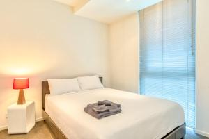 A bed or beds in a room at CBD, Collins St address, near Southern Cross - 2 beds