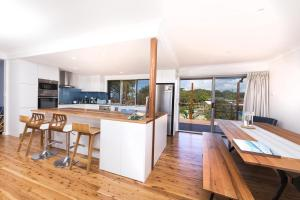 A kitchen or kitchenette at HAMPTONS