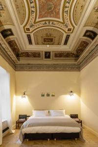 A bed or beds in a room at Richter Hotel - Design Hotels