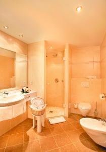 A bathroom at Boutique-B&B-Hotel Landhaus Säumler