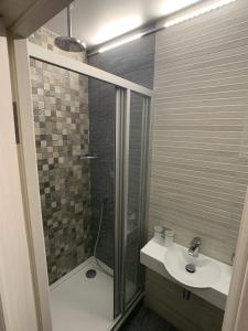 A bathroom at Lodging Center