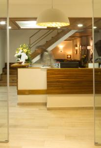 A área de receção ou átrio de Hotel Alcides