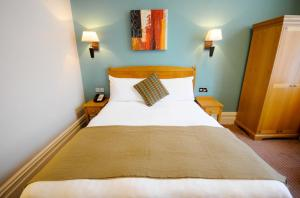 A bed or beds in a room at Durley Dean