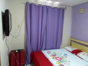 A bed or beds in a room at Apartamento condomínio Jaçanã