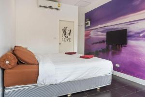 A bed or beds in a room at Samui Backpacker Hotel