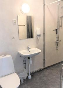 Ett badrum på Storstrand Kursgård
