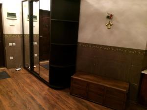 Um banheiro em 28 Center Apartment
