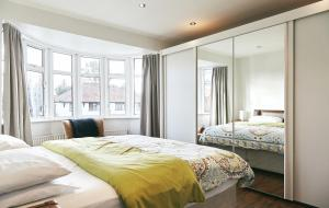 A bed or beds in a room at 16 Austin Avenue